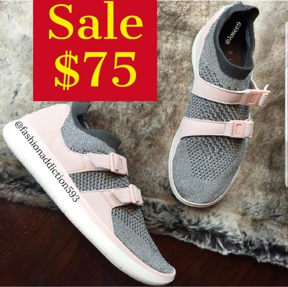 Nike Sockracer Flyknit women's gray pink sneakers NWT